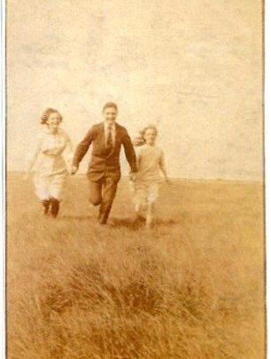 That holiday spirit. Elsie and Hilda Mulley on Canvey with a friend, c.1915. | Courtesy of Barbara Pearce