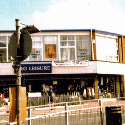 Oak Rd junction. Shop used to be Clactons. Now pet shop | Wendy Knight