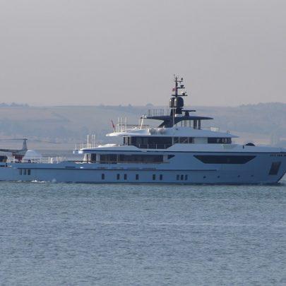 Loads of Yachts   Jan Causton
