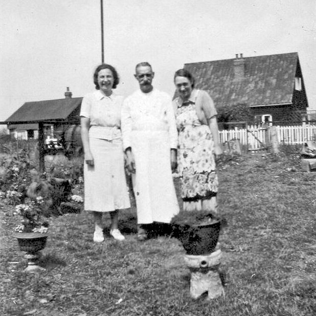 My Aunt Ivy, 'Uncle' Frank and my mum in the garden at the back of the shop my grandparents, uncle and aunt had in the High Street (Clarkes Stores) next to Palmers & Stevens bakers. | Maureen Buckmaster