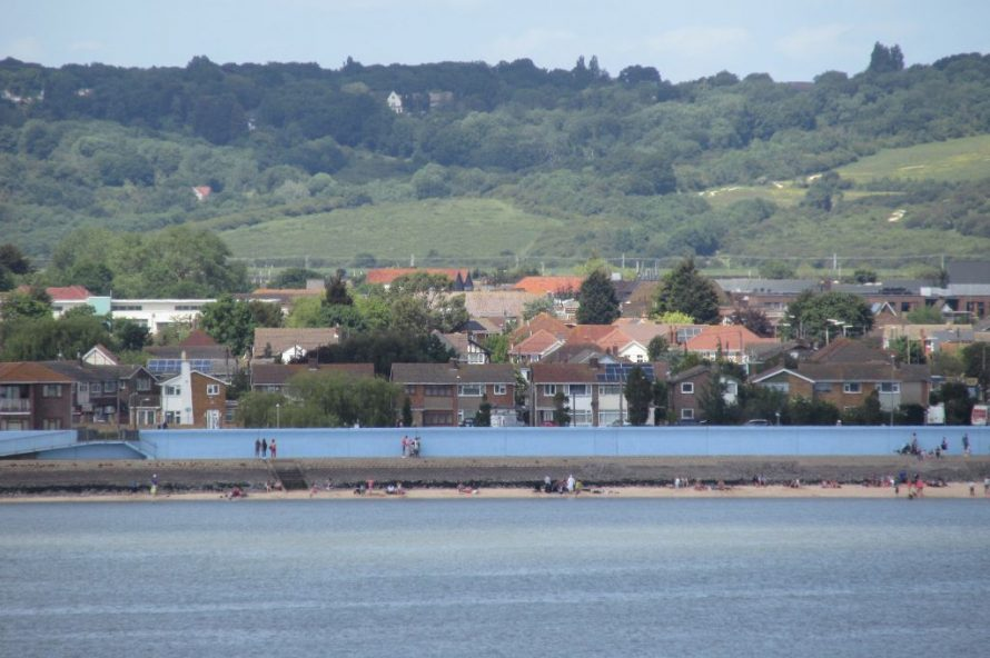 Seafront with Benfleet Downs as a backdrop. | J.Walden