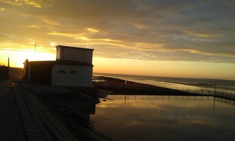 Lifeguard hut at dawn 6 April 2020