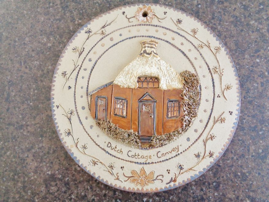 Pottery wall plate of Dutch cottage. | J.Walden
