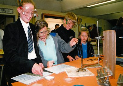 Young visitors in the science class