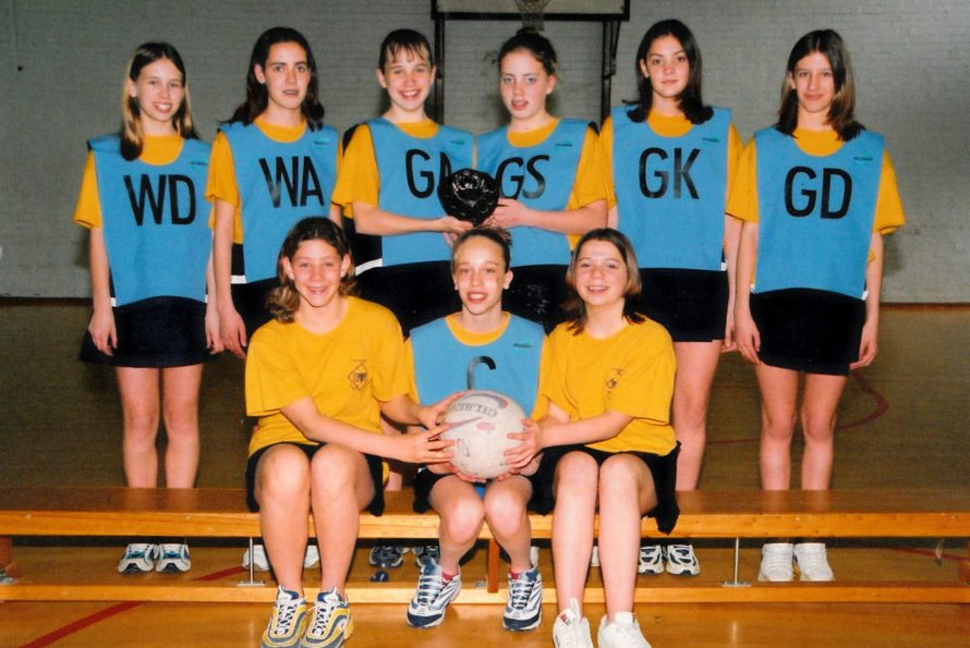 Girls Netball team   Courtesy of Canvey Bus Museum