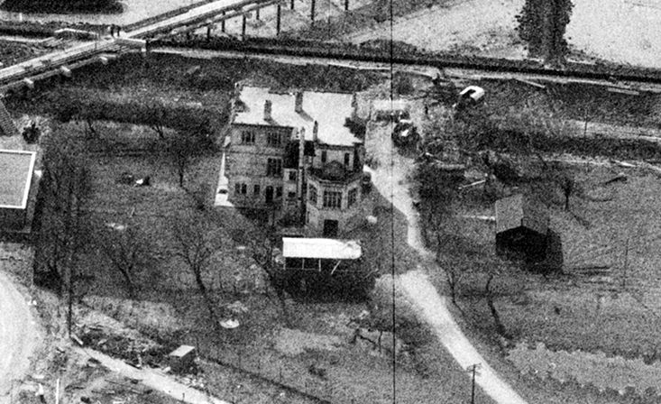 A close-up of the old Kynoch Hotel from the top photograph.