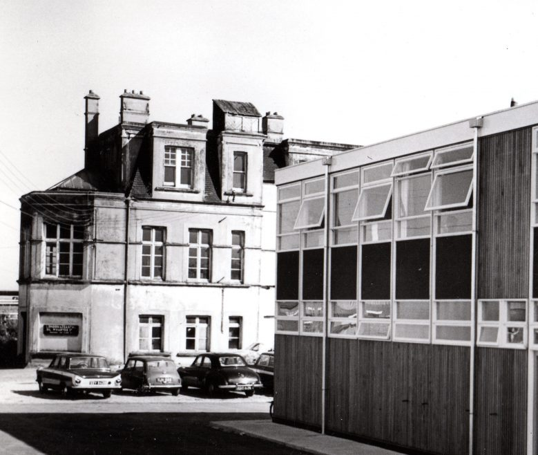 Close-up of the old Kynoch Hotel before it was demolished.