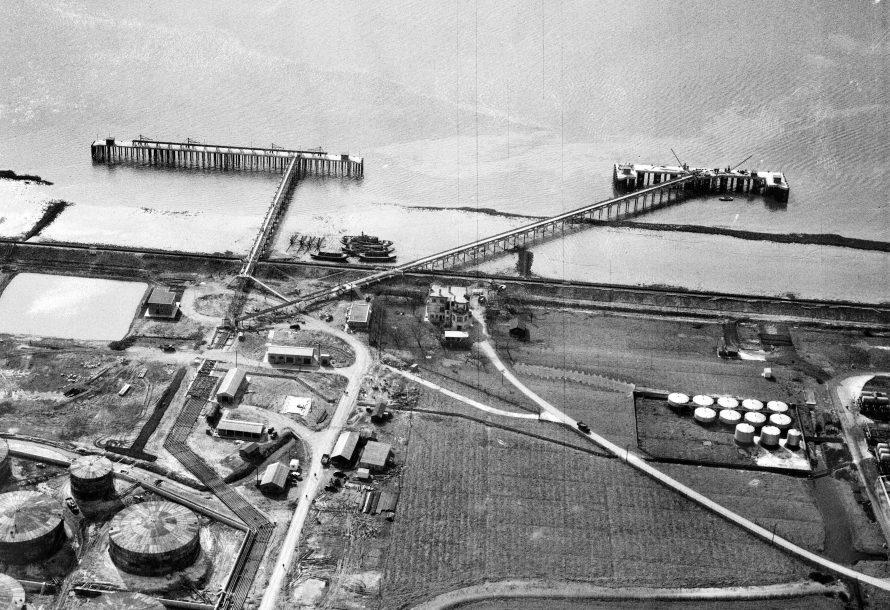 Jetties Construction, Holehaven Wharf. See enlargement below.