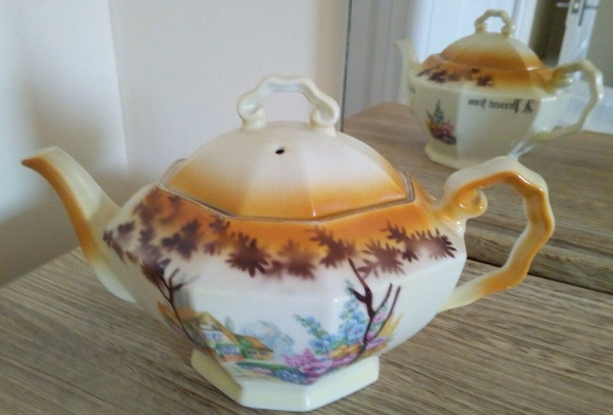 Another Canvey teapot