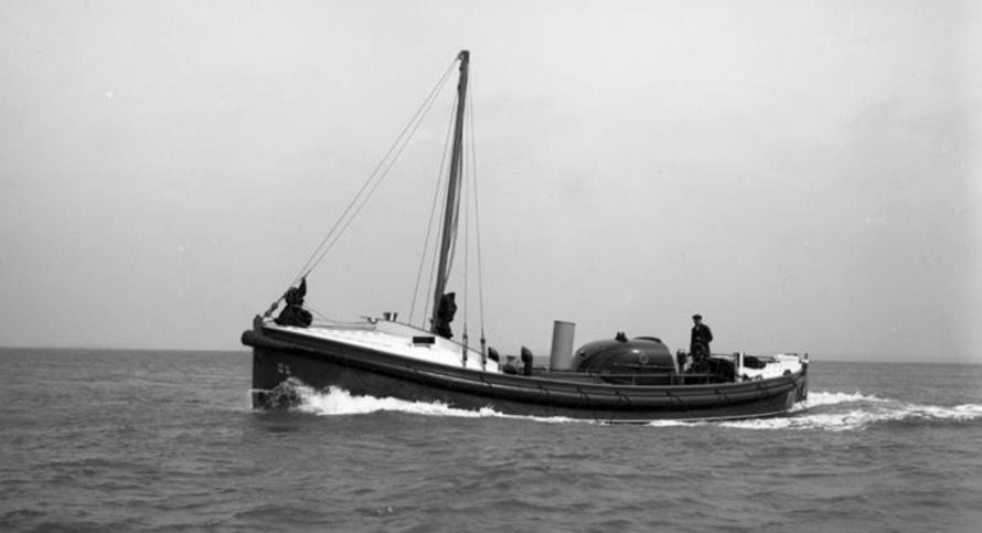 From 1928–1955, Greater London (Civil Service No. 3) was stationed at Southend-on-Sea and, in 1940, she became one of the Dunkirk Little Ships evacuating allied troops from France.