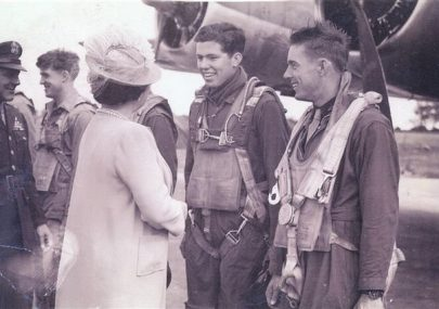 B17 crewman meets our Royal Family