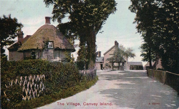 Haven Road. Dutch Cottage on the left with the pump and Red Cow PH in the far centre. | Published by kind permission of the late Mr H.A. Osborne and Mr R.W Osborne.
