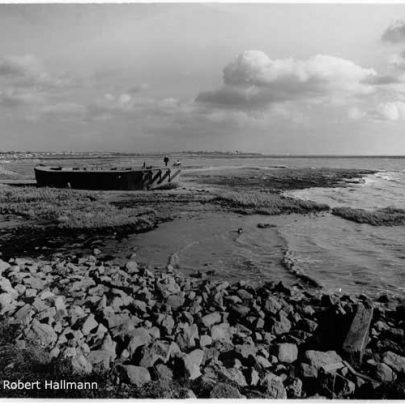 The Concrete Barge at Canvey Point - Sadly demolished in 2004 | Robert Hallmann