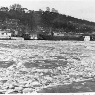 12 1947 Benfleet Creek frozen over.