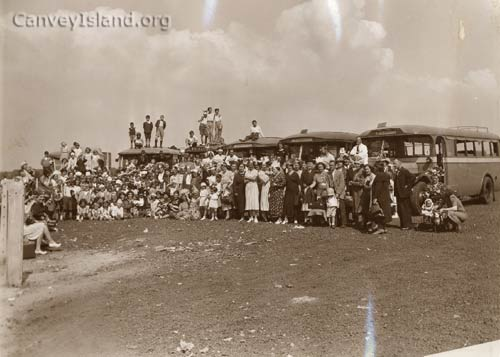 1950: Single decker buses - Dockers Children's day out from Chadwell St Mary   © The Swann Family