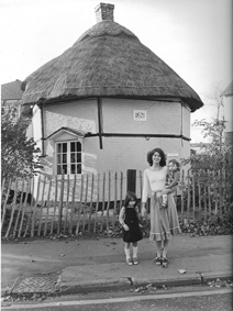 A photo of 1957, when Kathleen Ogg, with daughters Natasha and Natalie were staying at the old Dutch cottage of 1621 while their house was being built.