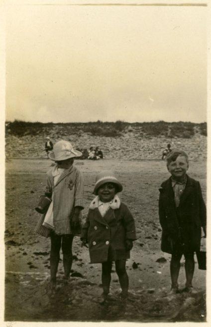 Canvey Island July 1927: Elsie, Hilda & Neville | Dave Bullock