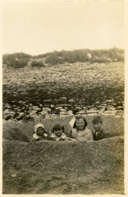 Canvey Island July 1927: Joan, Hilda, Elsie & Neville | Dave Bullock