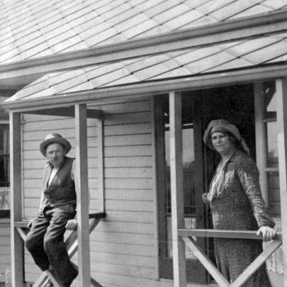 1930's: Abel and Hannah Thomas at Doranne, Tilberg Rd, Canvey Island | Shirley Thomas