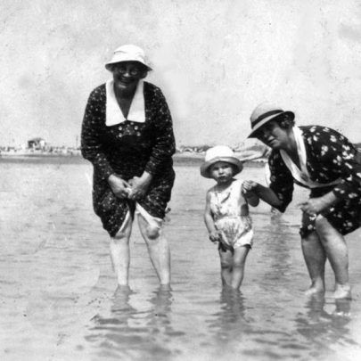 1940: Alice Watts, Hannah Thomas and Freddie Watts at Canvey Seafront | Shirley Thomas