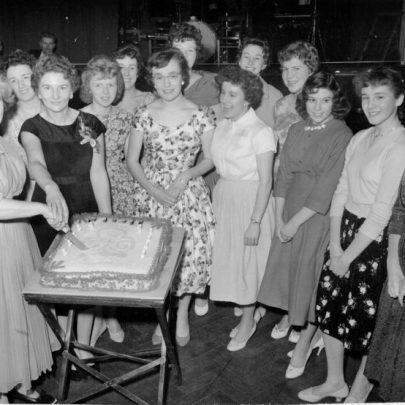 32 Bernard Griffith,Vera Lawrence, Sue ?, Valerie Bowman, Joan Byott, Marion Morrell, Skipper and Joan Huntley, ?, ?, ?, ?, Marian. | Marian Patten