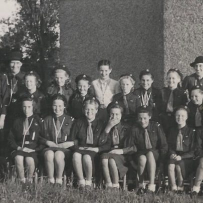 Guides outside Sr Anne's Church c1950 | Greta Parker Quaif was Anderson