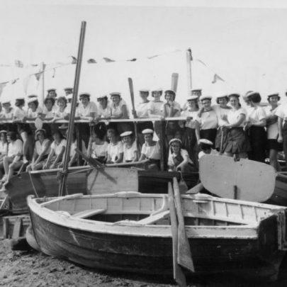 44 Regatta Day. A young Chris Fenwick on the jetty. Rangers and Romford crew. Amongst them Patsy Diamond, Nicki Stevems, M. Monell, Joan Byott, Joan Huntley (1st Mate). | Marian Patten