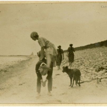 1922: The Stuckey's play on Shell Beach | David Bullock