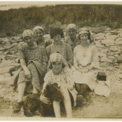 1922: Stuckey sisters on the Beach | David Bullock