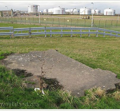 Feb 2008: Buried remains of the Gun Placement at Scars Elbow | (c) David Bullock