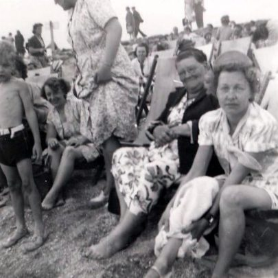 Packed Canvey Beach around 1950 | Brian L