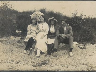 The Canvey idyll. Grandmother Elsie Smyth, née Mulley (in the hat). | Courtesy of Barbara Pearce