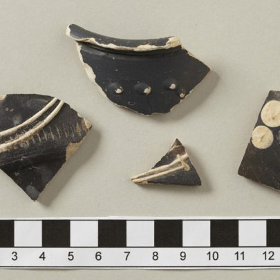 Are there more of these sherds in other collections? | Photo Tessa Hallmann