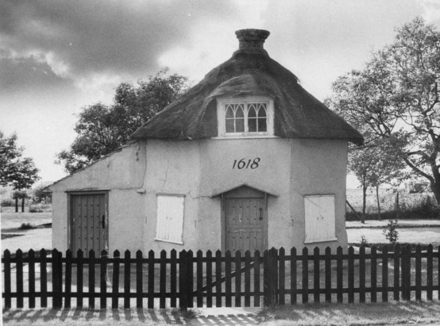 Canvey's Dutch Cottage | Echo Newspaper Archive
