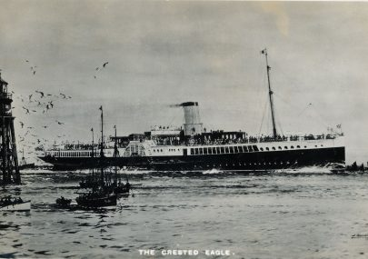 The Crested Eagle passing the Chapman Lighthouse