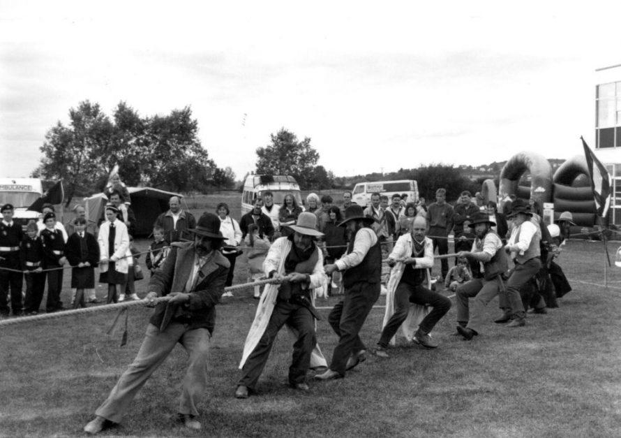 Texas Ruffians Tug O'War | Echo Newspaper Archive