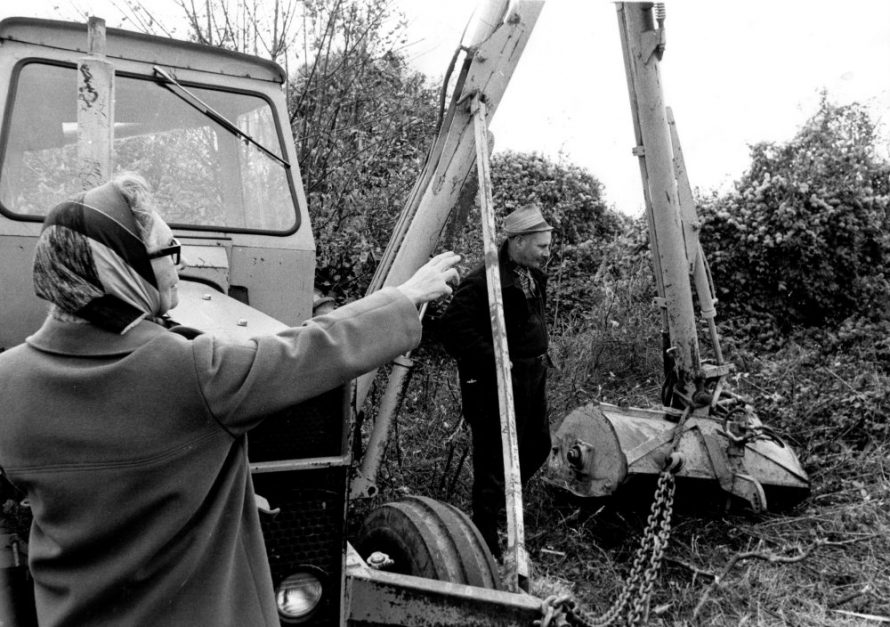 Teresa Greenwood showing River Board worker Robin Shelley the hedgerow she wants left in tack. | Echo Newspaper Group