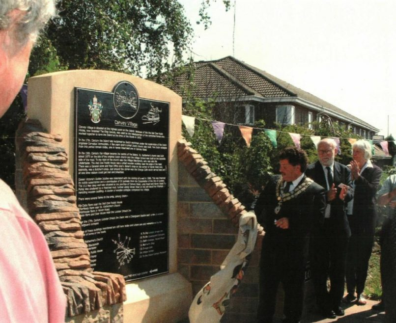 Castle Point Mayor Geoffrey Isaacs unveiling the plaque | Janet Dolling
