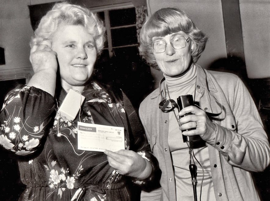 l-r Iris Hannan Former Chairman Distaff Club. Joan Wells from the Glebe County Infants School demonstrating the radio teaching aid. | Echo Newspaper Archive
