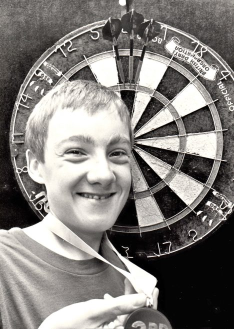 Canvey Darts Fanatic 1989 | Echo Newspaper Archive