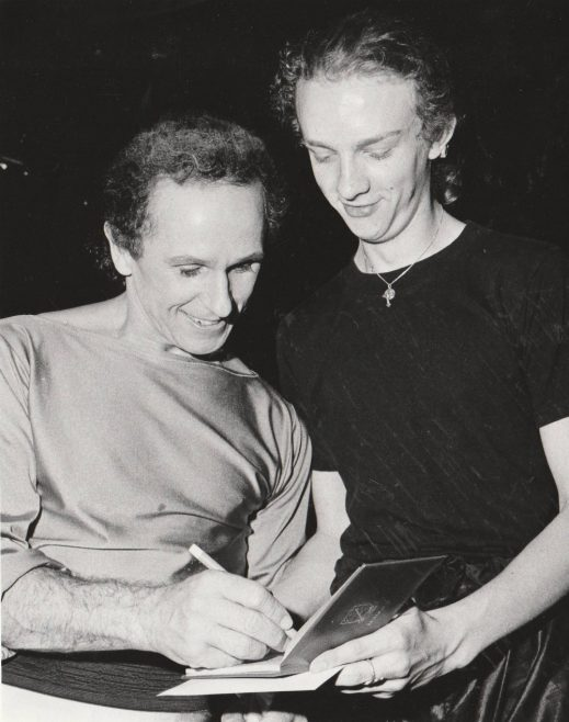 Wayne Sleep signs an autograph | Echo Newspaper Group
