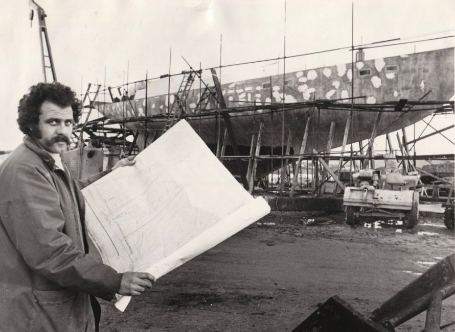 Tony Fincham standing by the boat with the plans. Dated December 1973 | Echo Newspaper Group