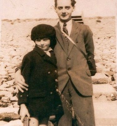 Mum and her photographer brother Laurie on Canvey Beach 1920's | Moireen Murrell