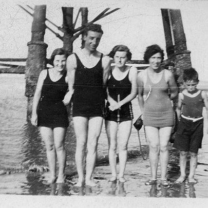 Chapman Lighthouse. Marjorie, husband Fred, Nellie, Lily, nephew Jack. pre war | Marjorie Parks
