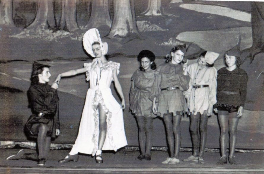Robin Hood - Barbara Rogers, Maid Marion - Irene Woodhouse, The Merry Men - ?, Moira Harris, Joan Byatt and Doris Ratcliffe   Irene Bailey