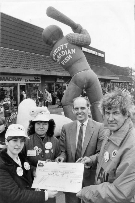 Cheque Presentation 1985 | Echo Newspaper Archive