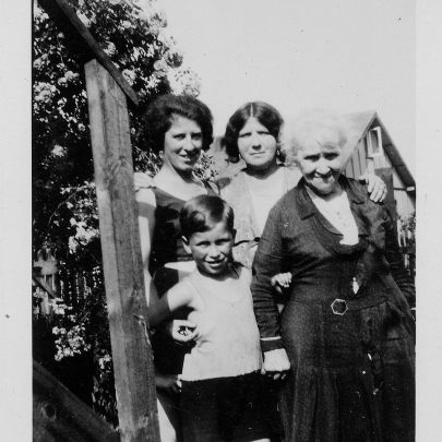 Great Aunt Louise with mum Clara Holt, sister Lily and nephew Jack | Marjorie Parks