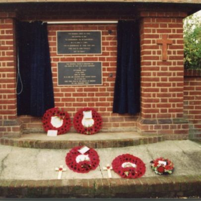 Canvey's War Memorial and the B17s