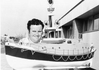 Model Boat Builder