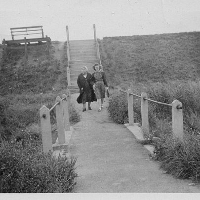 Walkway to seawall. Clara Holt and Nell | Marjorie Parks